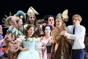 Scène uit Die schweigsame Frau bij de Bayerische Staatsoper (foto: Wilfried Hösl).