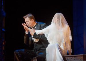 Scène uit Le nozze di Figaro, met Peter Mattei en Amanda Majeski (foto: Ken Howard / Metropolitan Opera).