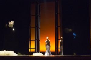 Scène uit de eerste speelreeks van Médée (foto: Dayna Casey).