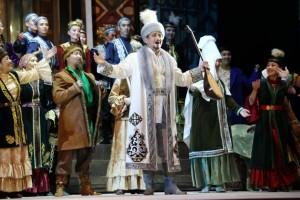 Scène uit Astana Opera's productie van Birzhan en Sara.