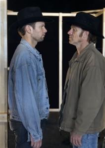 Mark Omvlee en Christian Tschelebiew als Jack en Ennis(foto: Wil van Iersel).