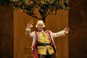 Lawrence Brownlee in Il barbiere di Siviglia (foto: Ken Howard / Metropolitan Opera).