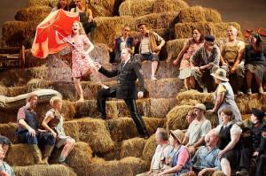 Scène uit L'elisir d'amore (foto: Mark Douet / Royal Opera House).