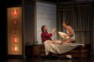 Scène met Mark Omvlee en Christian Tschelebiew (foto: Wil van Iersel).