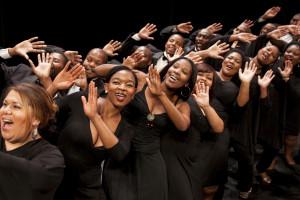 Het Cape Town Opera Chorus (foto: Lucienne van der Mijle).