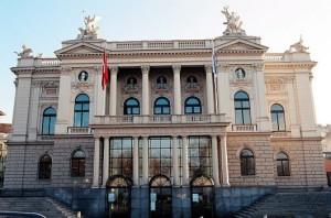 Het Opernhaus Zürich (foto: Suzanne Schwiertz).