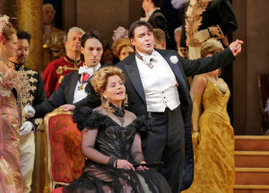 Scène uit The Merry Widow, met Renée Fleming en Nathan Gunn (foto: Ken Howard / Metropolitan Opera).