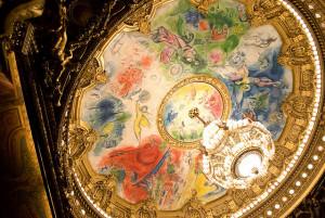 De operahemel van Marc Chagall in het Palais Garnier in Parijs, gelegen aan de Place de l'Opéra (foto: Jean-David en Anne-Laura / flickr.com / CC BY-SA 2.0).