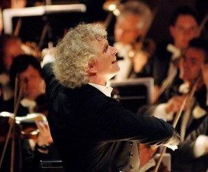 Sir Simon Rattle voor de Berliner Philharmoniker (foto: Monika Rittershaus).