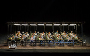 Scène uit de tweede akte van Der fliegende Holländer (foto: Clive Barda / Royal Opera House).