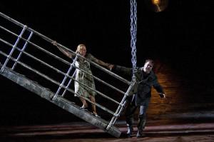 Adrianna Pieczonka en Bryn Terfel in Der fliegende Holländer (foto: Clive Barda / Royal Opera House).