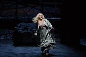 Anna Netrebko als Lady Macbeth (foto: Marty Sohl / Metropolitan Opera).