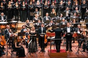 Miah Persson, Ian Bostridge en Duncan Rock voor het Borusan Istanbul Philharmonic Orchestra (foto: Özge Balkan).