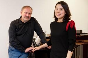 Sumi Hwang en Helmut Deutsch bij een repetitie (foto: Thilo Beu).