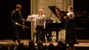 Philippe Graffin, Reinild Mees en Katharine Dain (foto: Hans Hijmering).