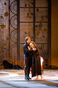 Roberto Alagna en Sonia Ganassi (foto: Agathe Poupeney / Opéra national de Paris).