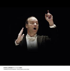 Jan Willem de Vriend is vanaf de zomer vaste dirigent (foto: Marcel van den Broek).