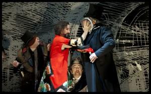 Scène uit Benvenuto Cellini met links in het rood John Osborn (foto: Clärchen & Matthias Baus).