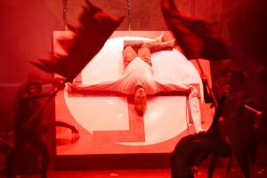 Scène uit La Damnation de Faust bij Opera Vlaanderen (foto: Annemie Augustijns).