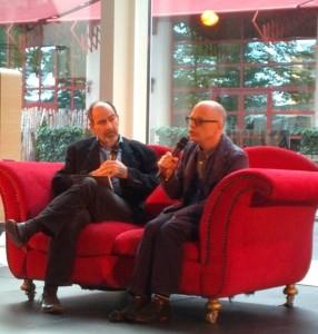 David Lang (rechts) op de rode sofa met Neil Wallace (foto: Place de l'Opera).