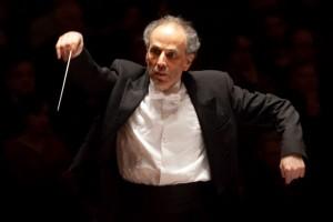 Ed Spanjaard leidt het concert in het Concertgebouw (foto: Ronald Knapp).