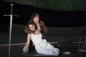Roberto Alagna en Sophie Koch in Le Roi Arthus (foto: Andrea Messana / Opéra National de Paris).