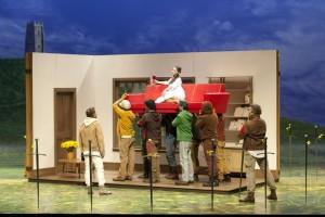 Scène uit Le Roi Arthus (foto: Andrea Messan / Opéra National de Paris).