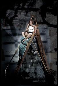 Mojca Erdmann als Lulu en William Burden als Der Maler (foto: Clärchen & Matthias Baus).
