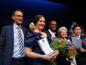 De winnaars met Holger Bleck (links) en Isabelle Gabor (tweede van rechts) (foto: Place de l'Opera).