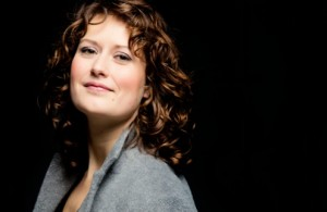 Rosanne van Sandwijks haast gewichtloze en pure stemvoering had het karakter van een waar gebed (foto: Marco Borggreve).