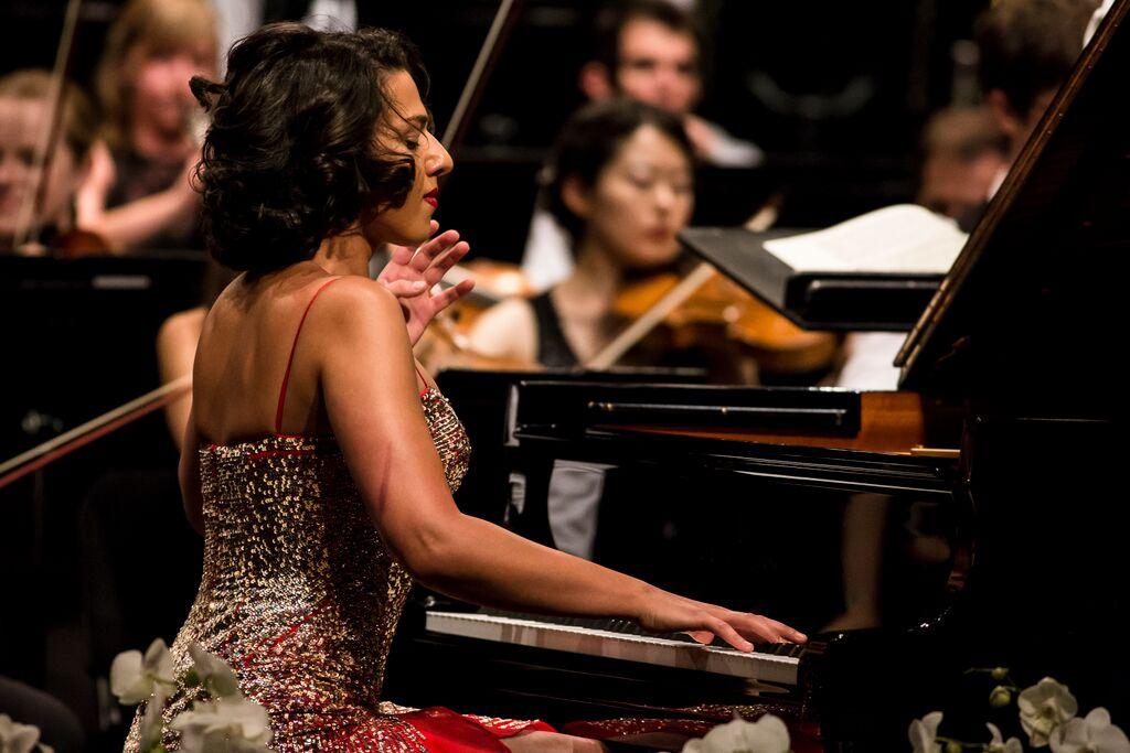 Kathia Buniatishvili liet haar hart spreken in het pianoconcert van Liszt (foto: Nicolas Brodard).