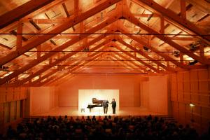 De Angelika-Kaufmann-Saal is geheel uit hout opgetrokken (foto: Schubertiade GmbH).