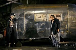 Scène uit Siegfried, met Der Wanderer en Mime (foto: Bayreuther Festspiele / Enrico Nawrath).