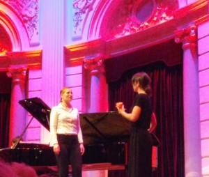 De rozenceremonie uit Der Rosenkavalier. (foto Place de l'Opera)