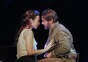 Scene uit Cold Mountain. Isabel Leonard en Nathan Gunn als Ada en Inman. (foto: Ken Howard).