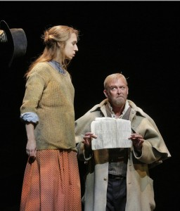 Scene uit Cold Mountain. Emily Fons als Ruby en Jay Hunter Morris als Teague. (foto: Ken Howard).