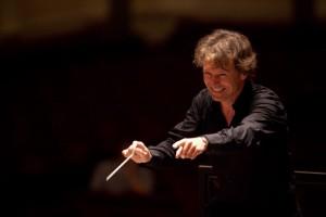Marc Albrecht voor het Nederlands Philharmonisch Orkest (foto: Ronald Knapp).