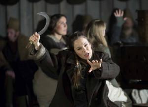 Annemarie Kremer als Norma bij Opera North, in een productie die bekroond werd met een Britse theaterprijs (foto: Alastair Muir).