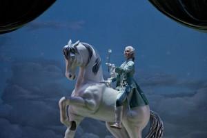 Paula Murrihy als Octavian in de nieuwe DNO-productie van Der Rosenkavalier (foto: Clärchen&Matthias Baus).