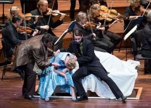 Neil Wallace houdt van de semiscenische vorm, onlangs te zien bij de première van Le nozze di Figaro van het Orkest van de Achttiende Eeuw (© Jan Hordijk).