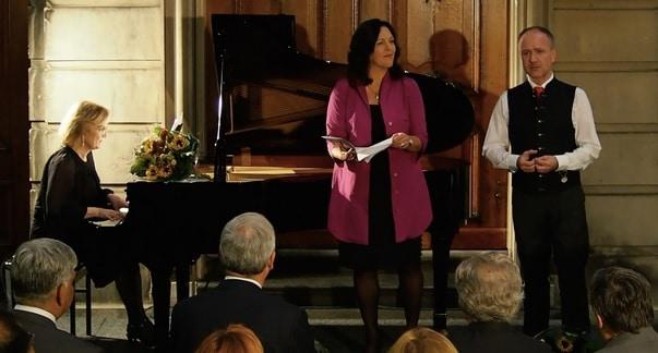 Van links naar rechts Reinild Mees, Adrianne Pieczonka en Konrad Jarnot tijdens de cd-presentatie in Den Haag (© Yota Morimoto).