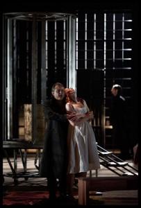 Yann Beuron als Licinius en Alexandra Deshorties als Julia (© Clärchen en Matthias Baus).