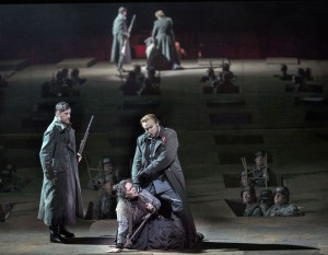 Scène uit Il trovatore bij De Nationale Opera (© Ruth Walz).