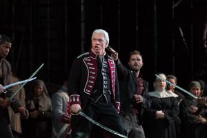 Dmitri Hvorostovsky werd luid toegejuicht voor zijn vertolking van graaf Di Luna (© Marty Sohl / Metropolitan Opera).