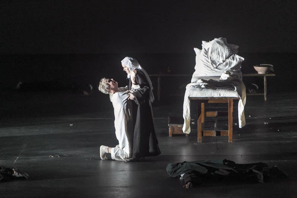Sally Matthews en Doris Soffel in Dialogues des Carmélites (© Hans van den Bogaard).