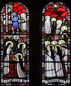 Het verhaal van de karmelietessen, afgebeeld op de ramen van de Our Lady of Mount Carmel Church in Quidenham (© John Salmon).