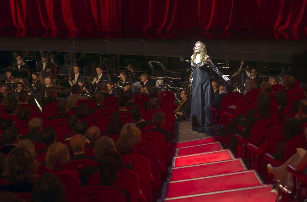 Eva-Maria Westbroek zingt 'Dich teure Halle' (© Hans van den Bogaard).