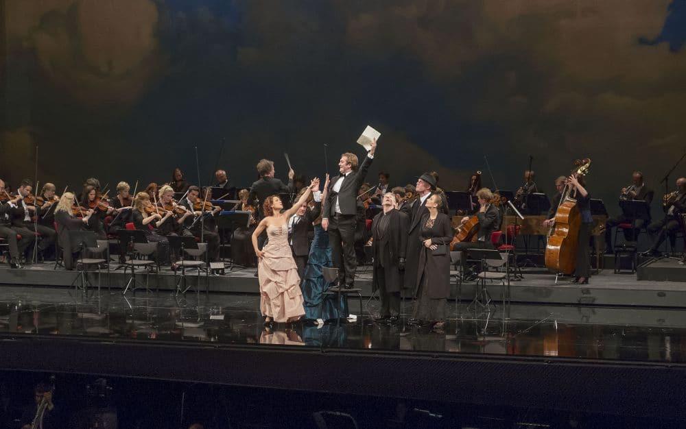 Een volledig Nederlandse cast zong de finale van de tweede akte van Le nozze di Figaro (© Hans van den Bogaard).