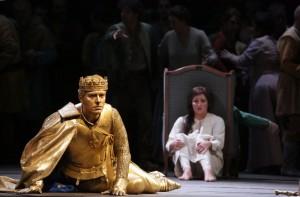 Scène uit Giovanna d'Arco, met links Francesco Meli en rechts Anna Netrebko (© Brescia Amisano / Teatro alla Scala).