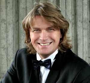 Klaus Florian Vogt is niet zomaar een tenor die de rol van Lohengrin zingt, hij ís Lohengrin (© Alex Lipp).